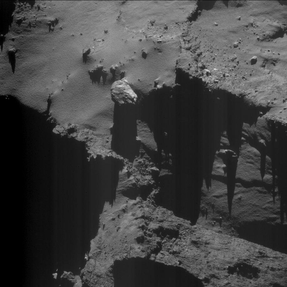 Rosetta : Mission autour de la comète 67P/Churyumov-Gerasimenko  - Page 32 CvkG-XAUIAAcdx_