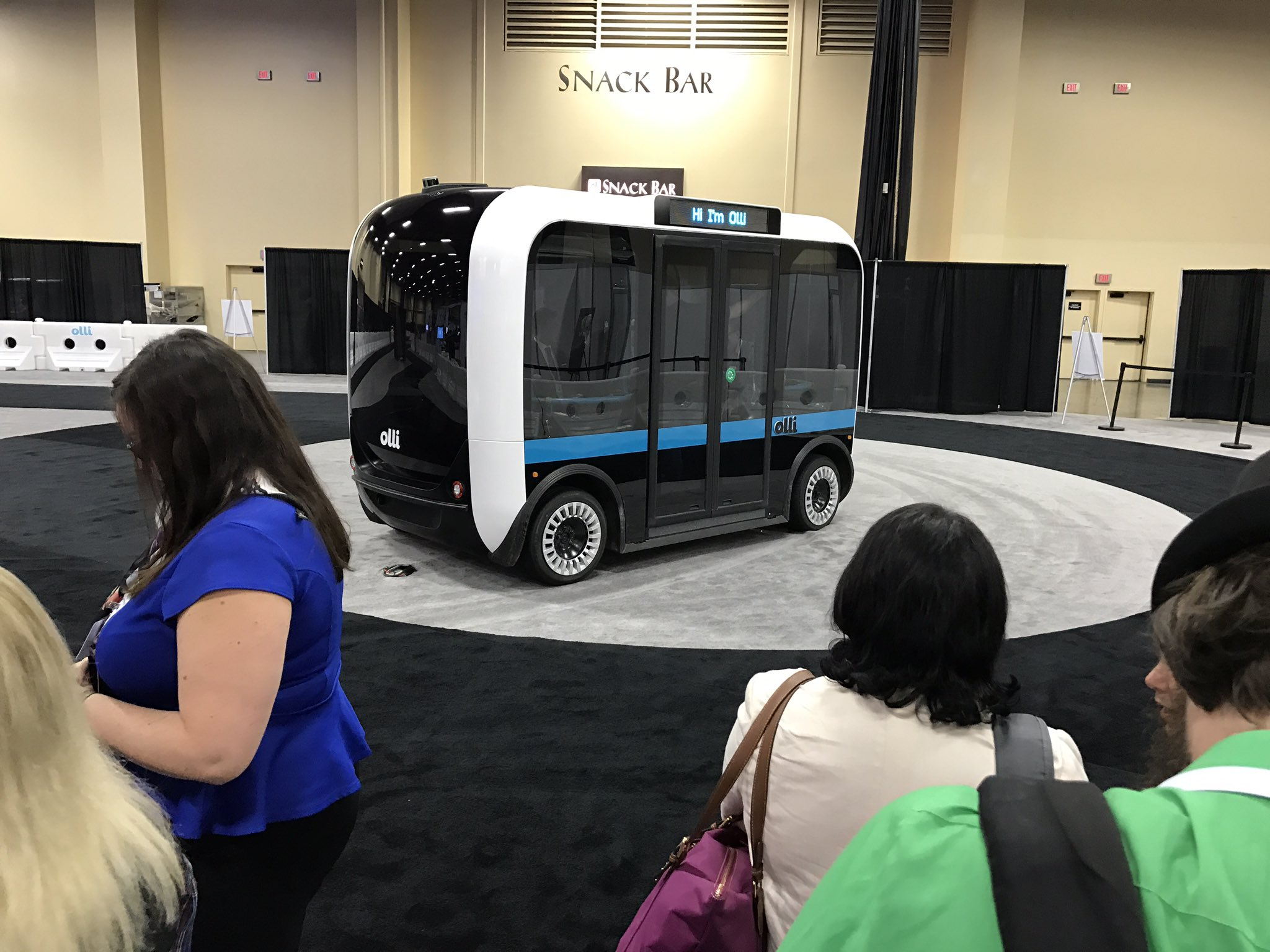 About to take my first ever ride in a #selfdriving #vehicle: #MeetOlli, the autonomous bus. Signed my waiver and everything. #ibmwow https://t.co/jjw4pQpRt0