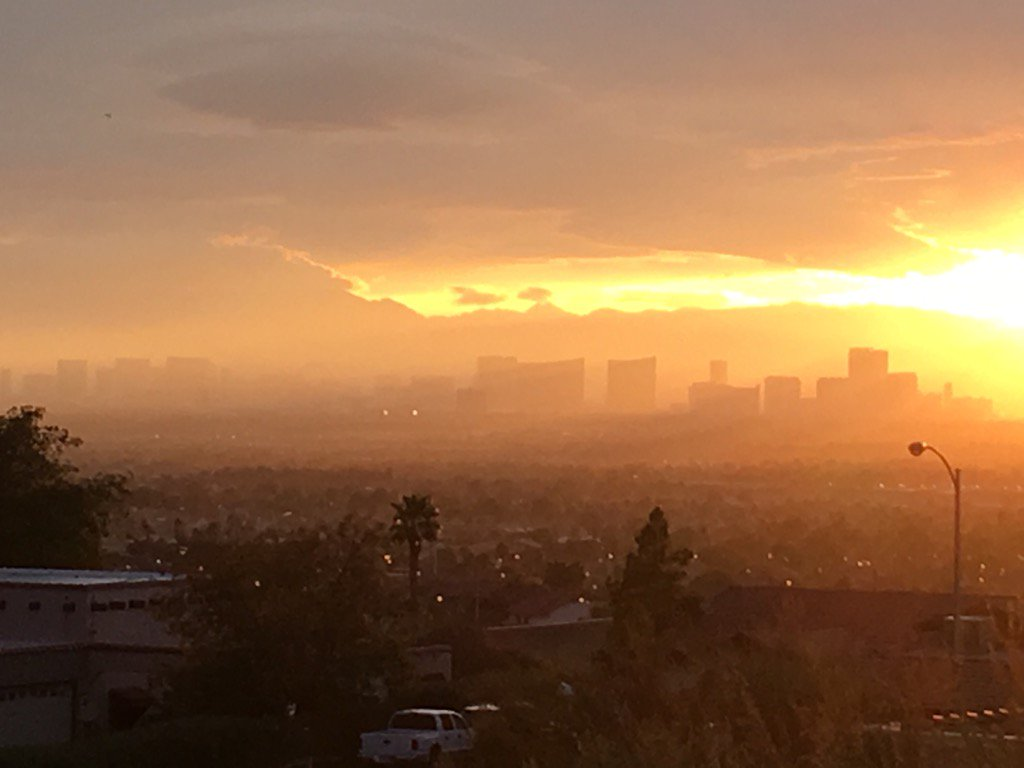 Atomic sunset over Las Vegas https://t.co/y5yjQPbAGB