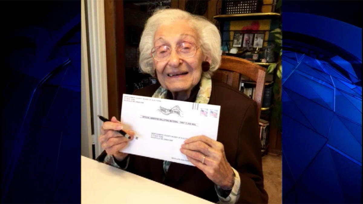 Born before suffrage, 98-year-old woman casts vote for Clinton