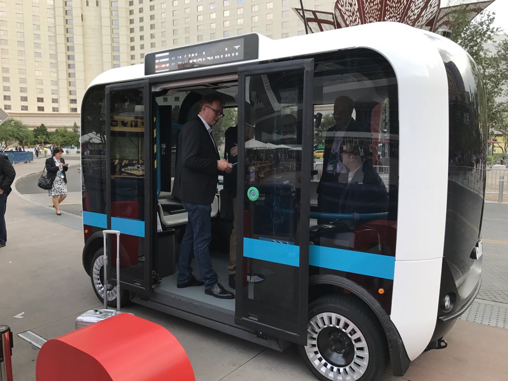 Early birds catch the rides on Olli this morning before #ibmwow general session! #WatsonIoT AutoLAB & @localmotors welcome you to #MeetOlli https://t.co/i79E0zWylX