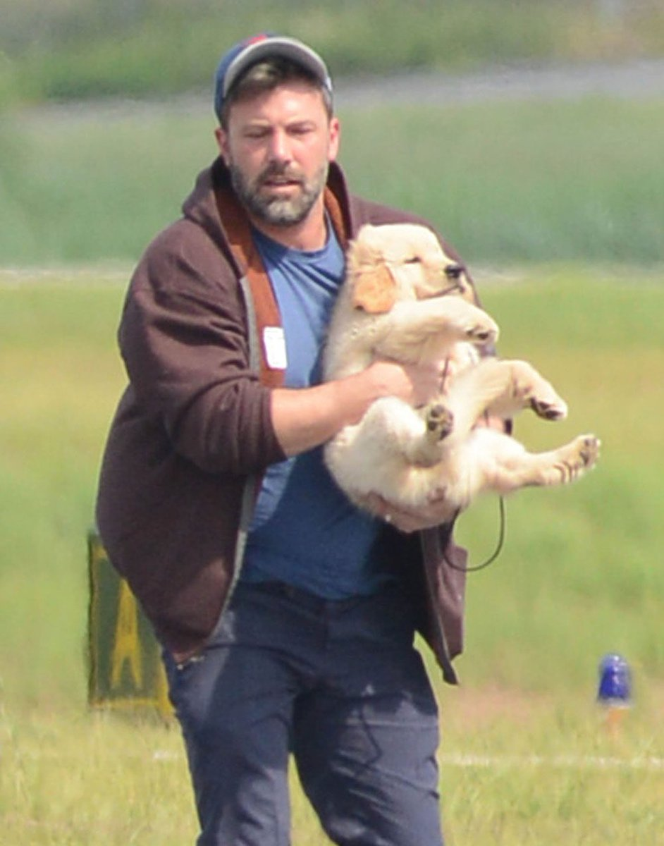 why does ben affleck hold his doggo like a sack of potatoes https://t.co/WleECxfhzE