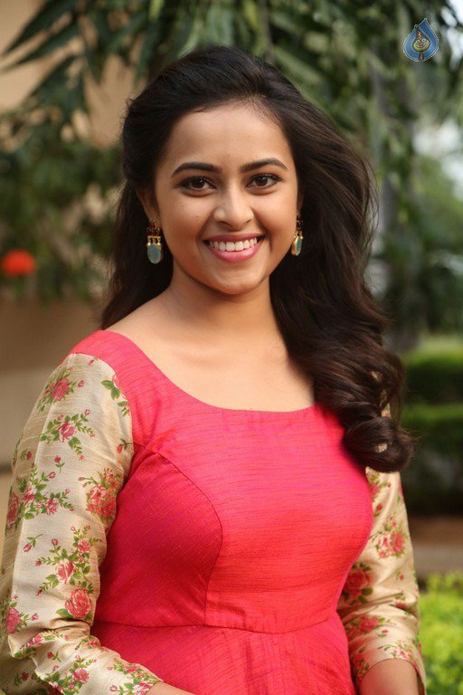 Sri divya beautiful cute gorgeous hot pictures