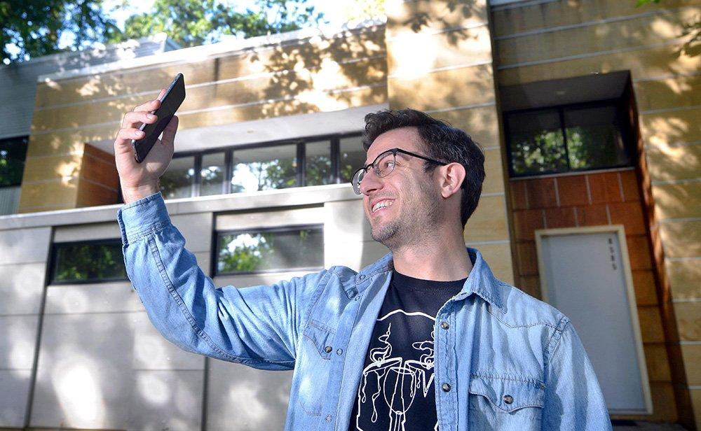 Federal court suspends Michigan's 'ballot selfie' ban.
