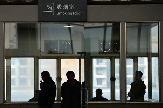 No smoking allowed anywhere inside Shanghai's airports starting on Sunday https://t.co/BlIDzBZtXL https://t.co/TbRu98mToR
