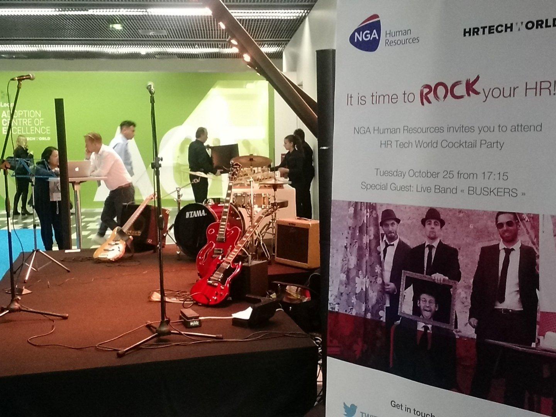 Les guitares sont prêtes pour le Live Band de @NGA_France sur #hrtechworld . Rdv à 17h15 ! https://t.co/ra8yv5aTTg