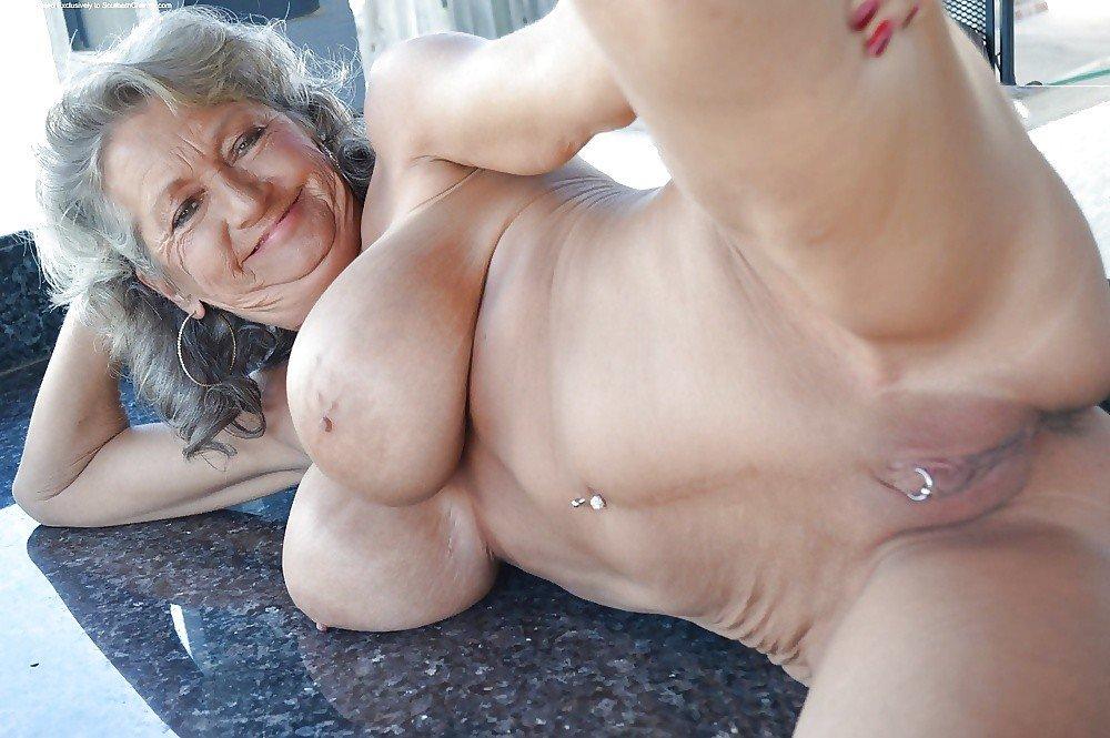 Täysin alasti naiset, joilla on isot tissit-7282