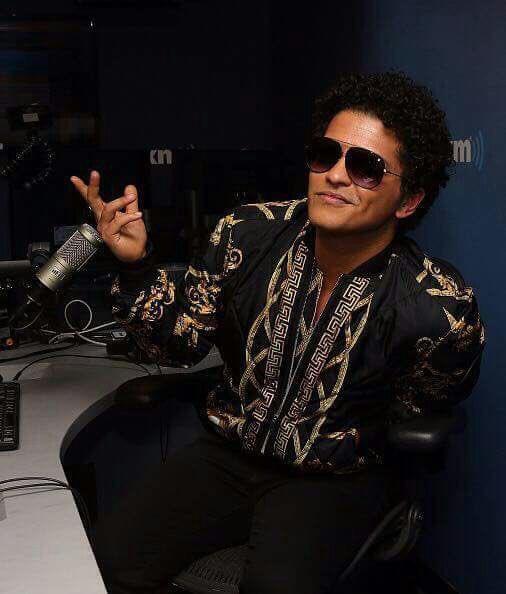 FOTOS || @BrunoMars ha hablado esta mañana sobre su nuevo álbum en @ElvisDuranShow.pic.twitter.com/Qdy56LYIuc