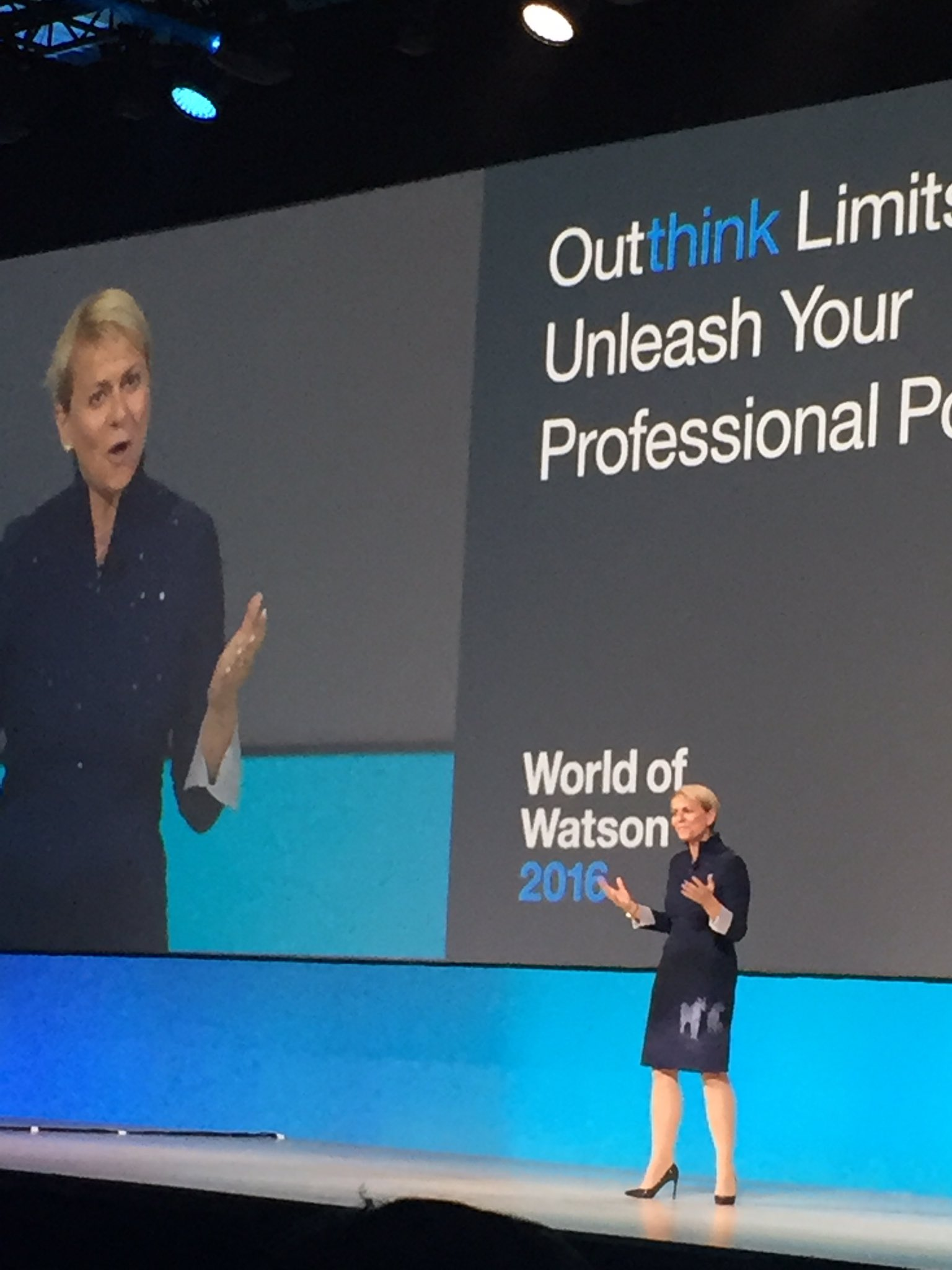 #Watson processes ambiguous data - and reasons, learns & recommends without bias across professions...'@harrietgreen1 #ibmwow https://t.co/a2eaCTgCqV