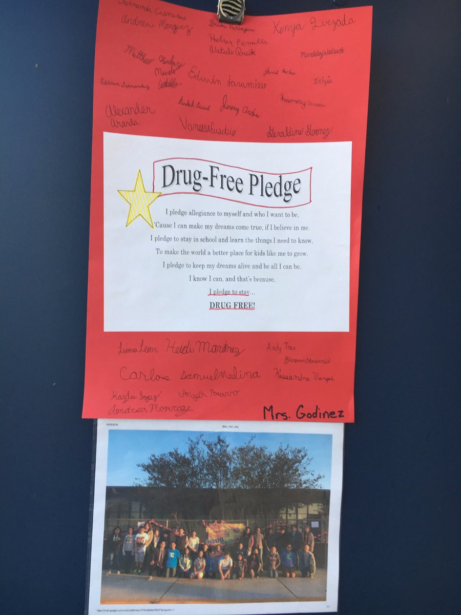 Patrick Henry students take the drug free pledge in Ms. Godinezs class. https://t.co/TqCICAAueX