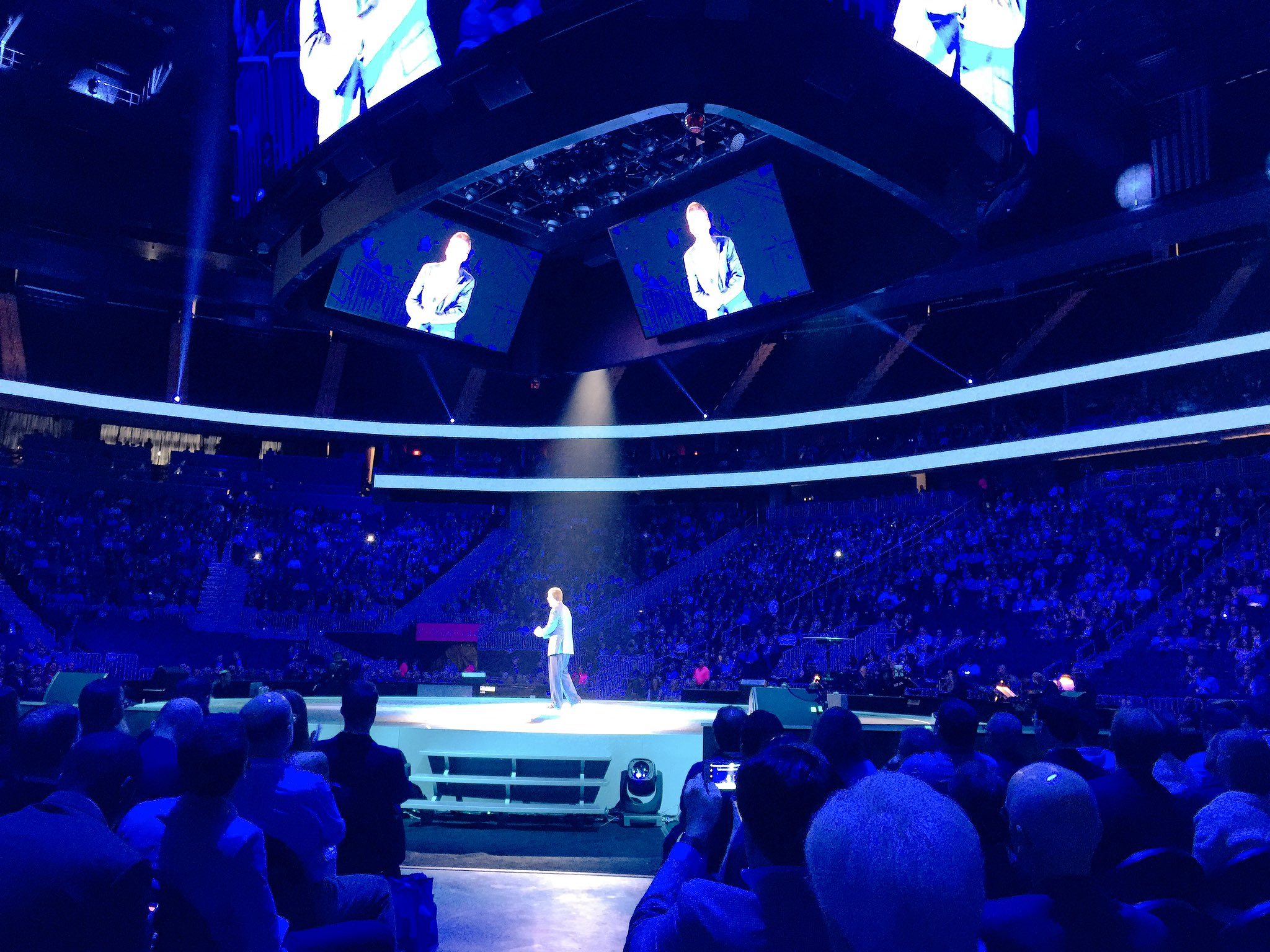 Kicking off #ibmwow main session with Dr John Kelly III talking #Watson, #AI and #cognitive. #WatsonMarketing https://t.co/Jr6WWd46mf