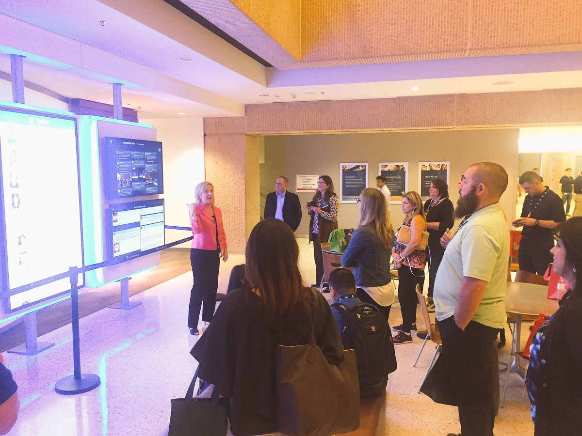 Sharing the @USAA Social Exchange area with guests of #USAAse #usaadigimil https://t.co/IV8ug2FsHU