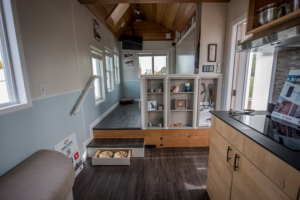 Watch a video tour of the rEvolve #SCUTinyHouse! https://t.co/q7Ytds2mno #TinyHouse16 #TinyHouseMovement https://t.co/pkopudNAWV