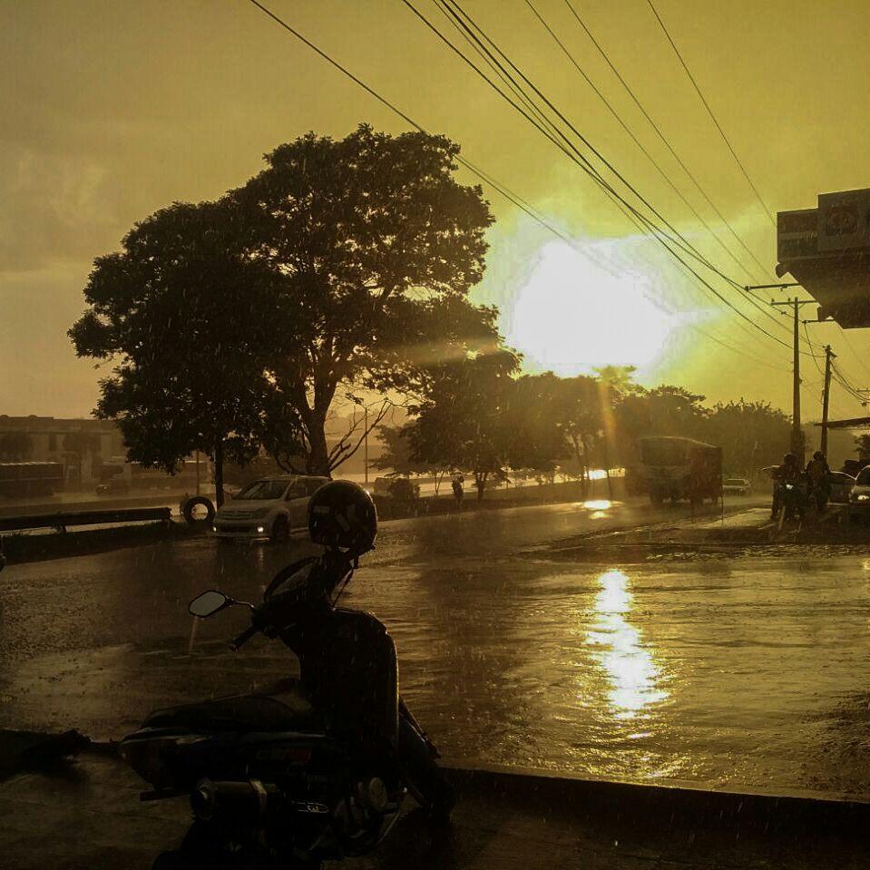 [FOTO] Atardecer con lluvia y sol en el Km 7 de Ciudad del Este. 📷