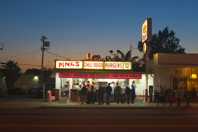 Pink's Loses Bet And Pays For 108 Hot Dogs At Chicago's Wiener's Circle