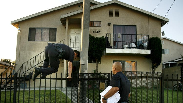 LAPD gang injunctions deny targets due process, ACLU lawsuit says