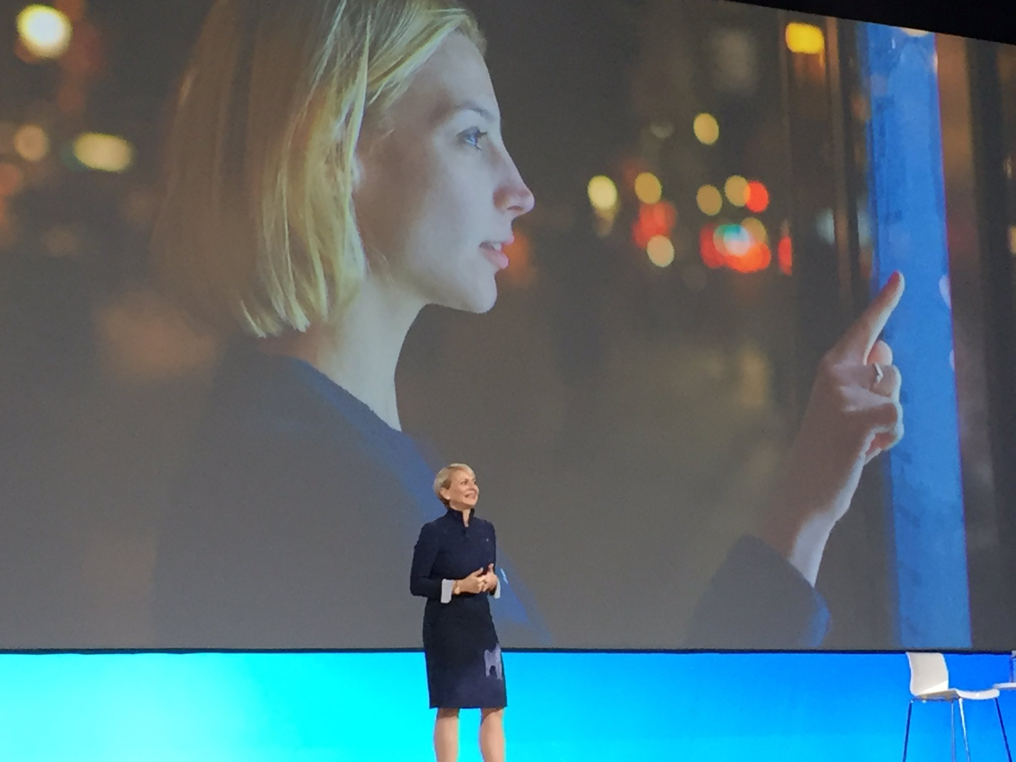 Harriet Green on stage to change the way we work and live using @IBMWatson IOT @IBMNorge #ibmwow #16ESU https://t.co/8tIR2dFkBG