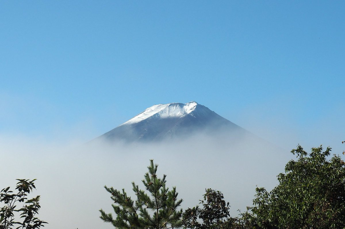 「毎日富士山」2016年10月26日 二度目の「初冠雪」 OLYMPUS OM-D E-M5 Mark II 14-150/4-5.6 II  #fujisan #mtfuji #富士山 #富士山ノ会  #毎日富士山 https://t.co/mDb2v3Shft
