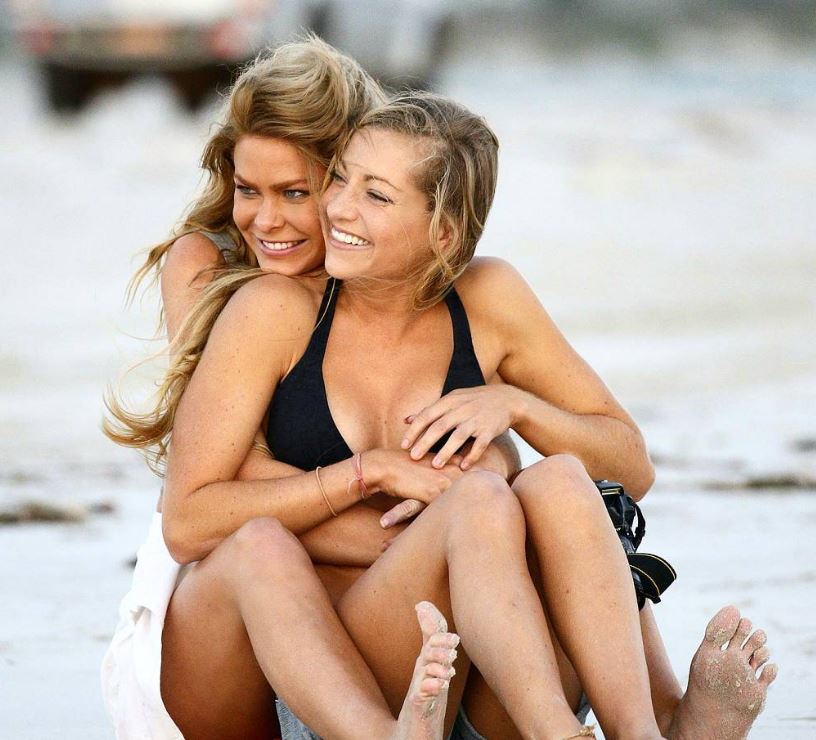 Forget men: Two female 'Bachelor' contestants fell in love with each other