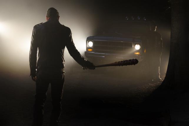 Heads Up: @WalkingDead_AMC crushes it in season 7 premiere  #TWD https://t.co/LrQtFJIorF https://t.co/Iu7pbomYD8