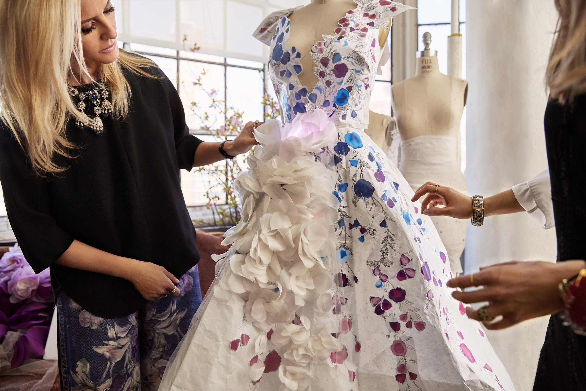 Head over to Facebook for a live Q&A with the Marchesa #CognitiveDress designers -> https://t.co/000yOW3Ppm https://t.co/MhZBQrwjls