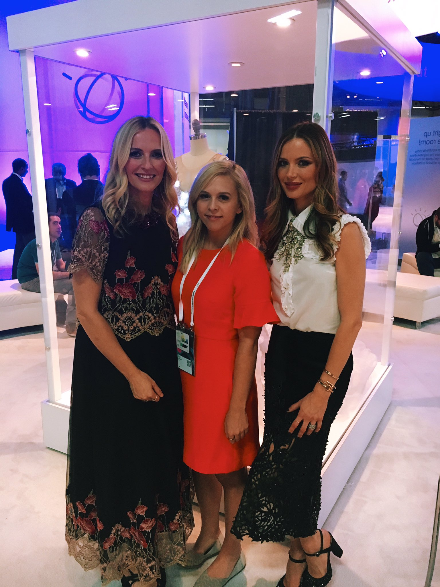 My favorite designers and the coolest technology wrapped up into one day? #heaven #ibmwow https://t.co/fTTrJyyUmH