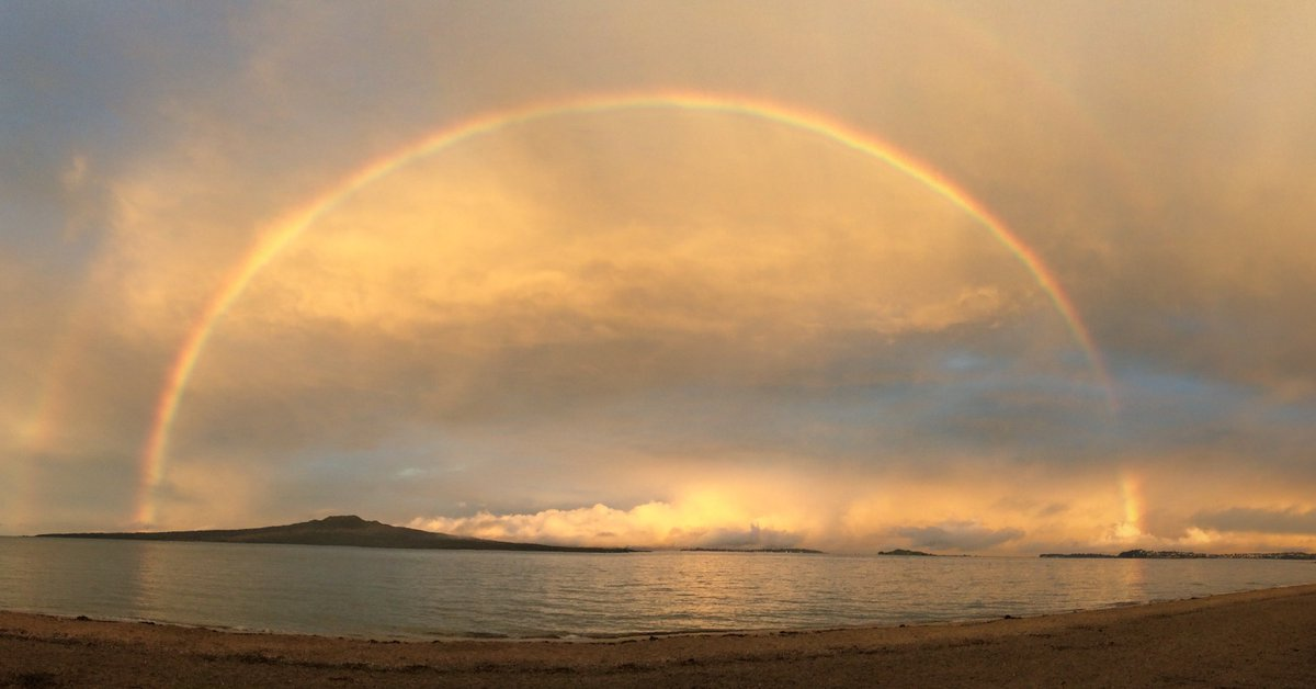 Thank you rainbow. Thank you for your colours.  Thank you for your curve.  Lurve, Tim https://t.co/p2z9HEuThB