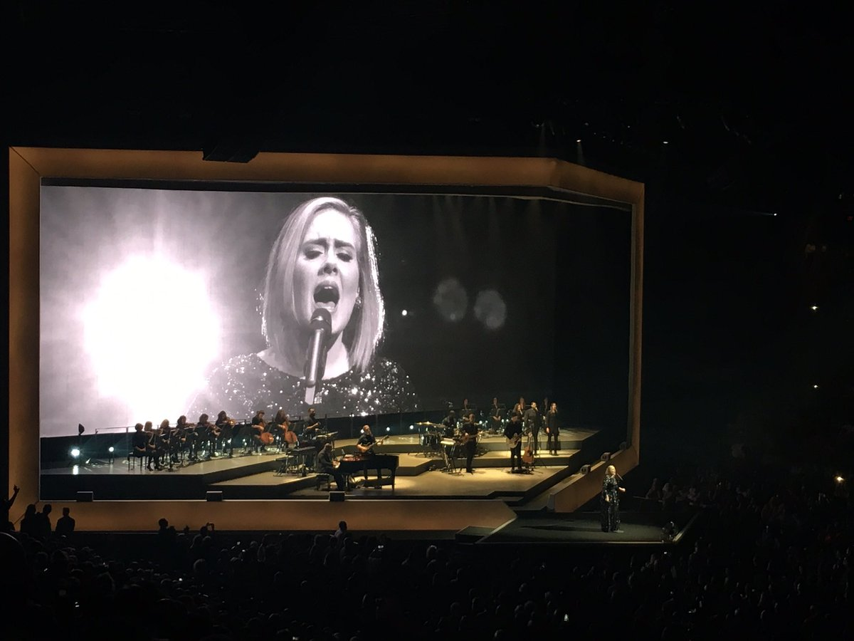 Thank you for an incredible show!! You were amazing ❤️@Adele https://t.co/ZMf5zNNLzr