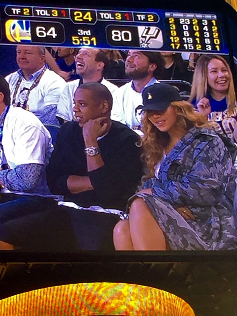 Jay-Z and Beyoncé bringing celebrity to the game! Yaass! slay @warriors. Wonder if there's hot sauce in her bag?