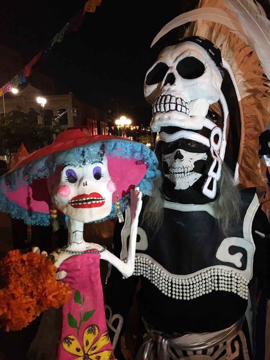 Beautiful night @ElPuebloLA! DíadelosMuertos on Olvera Street will continue through Nov 2