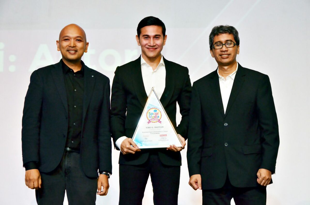Selamat kepada @VinoGBastian__ pemenang #SocialMediaAward kategori Aktor. https://t.co/RKE8Kyziob