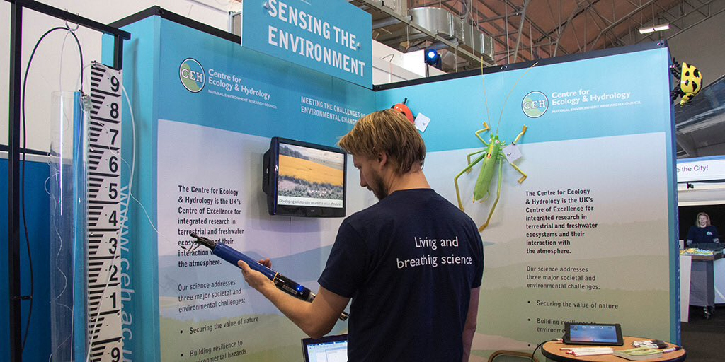 Visit one of @CEHScienceNews stands at #nercintotheblue & try your hand at water quality monitoring #scicomm #science https://t.co/D7UCmn9Bbu