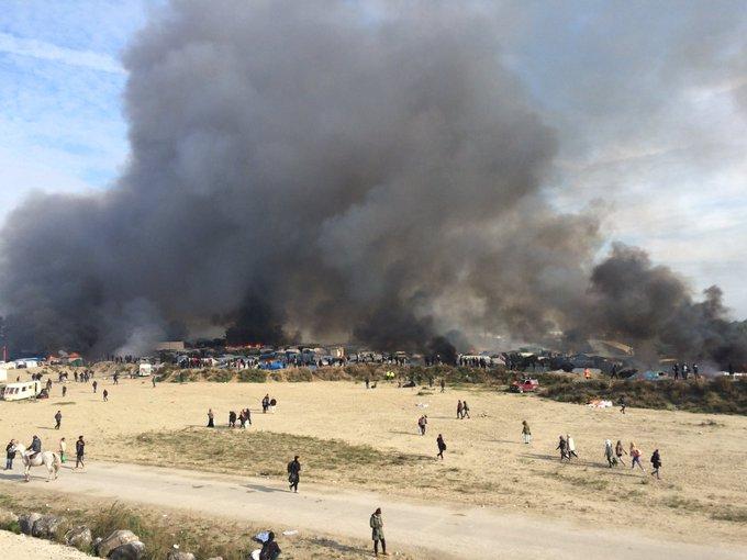 Вликвидированном лагере беженцев вКале остались десятки детей-сирот