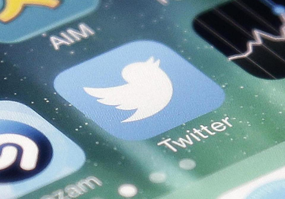 Lacking a buyer, Twitter may cut 8% of workforce