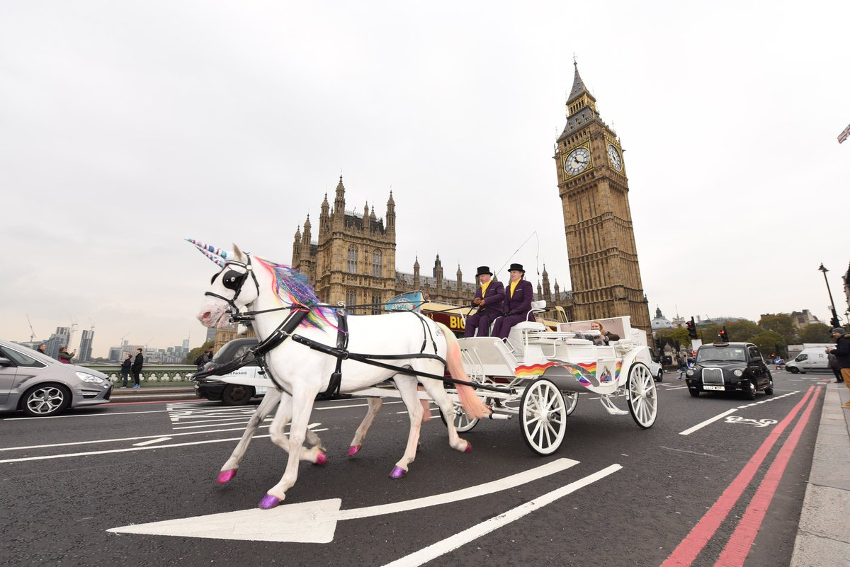 Commute to work this week in a #Unicorn drawn carriage! https://t.co/CnMlnEMzqD #MagicTogether #BladeV7 cc @ThreeUK https://t.co/IK1jOnV5No