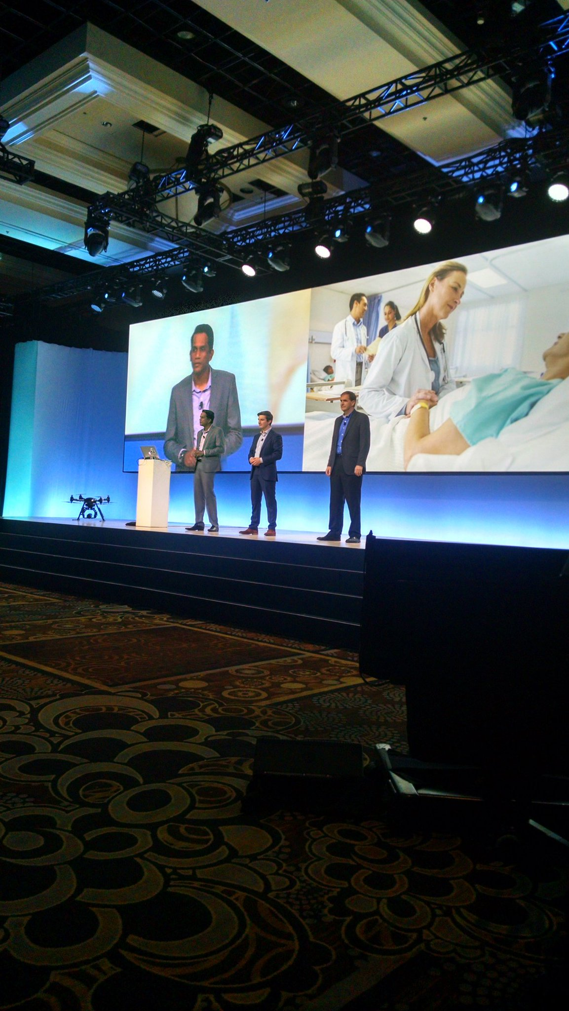 .@neilgomes speaking at #ibmwow about delivering better care by leveraging #WatsonIoT https://t.co/Tsyv2UzN7H