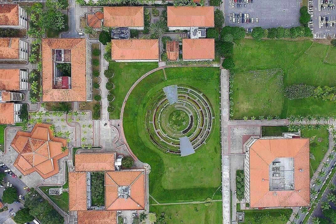 Parte de la Universidad Simon Bolívar, 230 hectáreas llenas de jóvenes aportando su granito de arena por Venezuela! https://t.co/ySMG0QlCsV