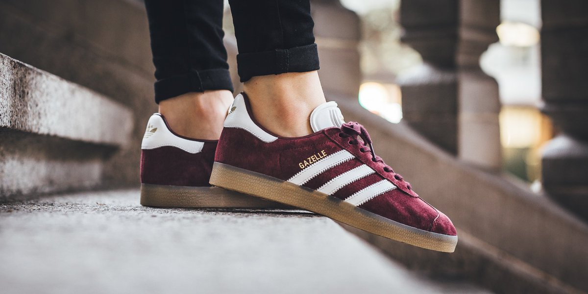 Adidas Gazelle - Maroon/White/Gold Metallic SHOP HERE:  https://t.co/PgFqib82MM US 4 - US 11.5…