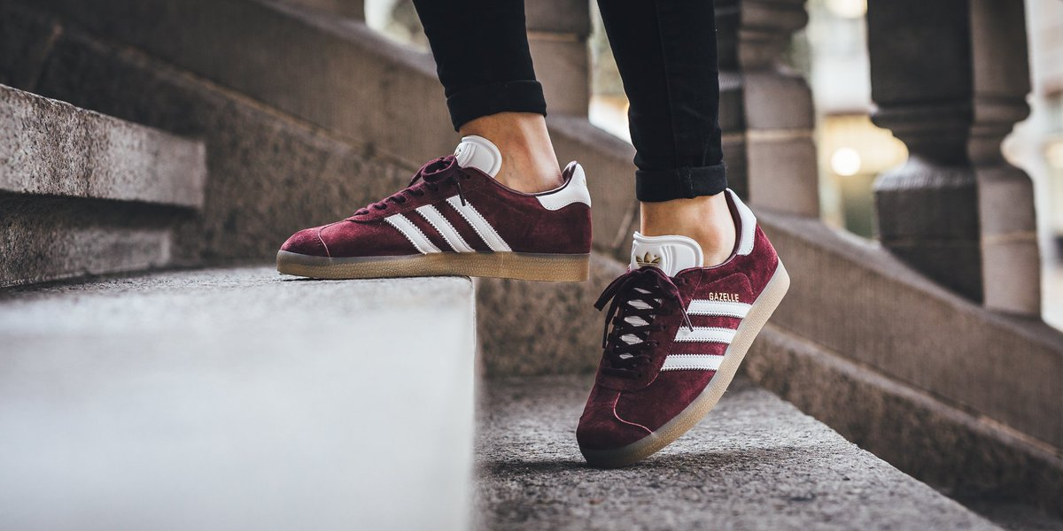 Adidas Gazelle - Maroon/White/Gold Metallic SHOP HERE:  https://t.co/9FCbm27yox US 4 - US 11.5…
