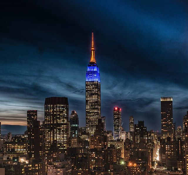 The @EmpireStateBldg shines in honor of the @nyknicks! Thanks to Instagram user @nycnikon for sharing with abc7ny!