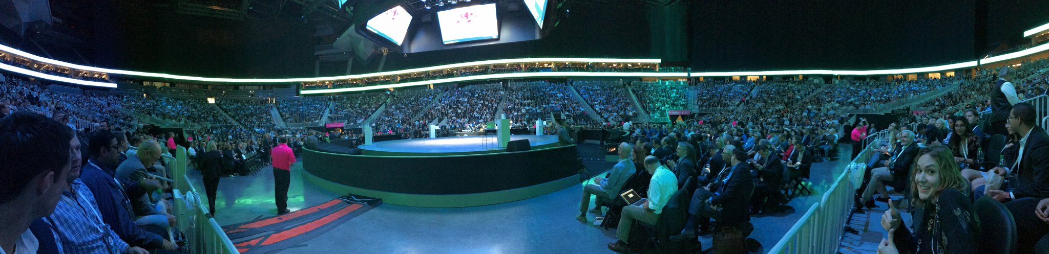 The 360° view from my seat at #ibmwow with @erikariehle https://t.co/ABySBUpGoL