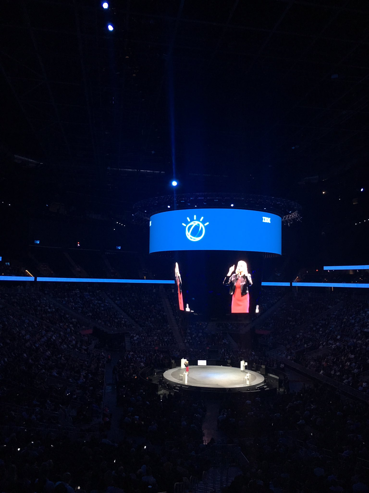 When it comes to #AI , it comes to the goal. Our goal: augmenting intelligence aka extending your expertise #ibmwow https://t.co/9Ys0BD1q7r