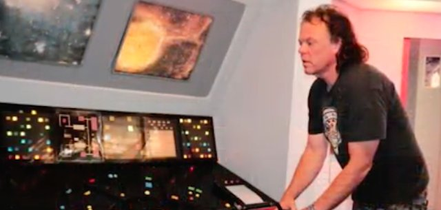 Very Outer Sunset Man Lives In Replica Starship Enterprise