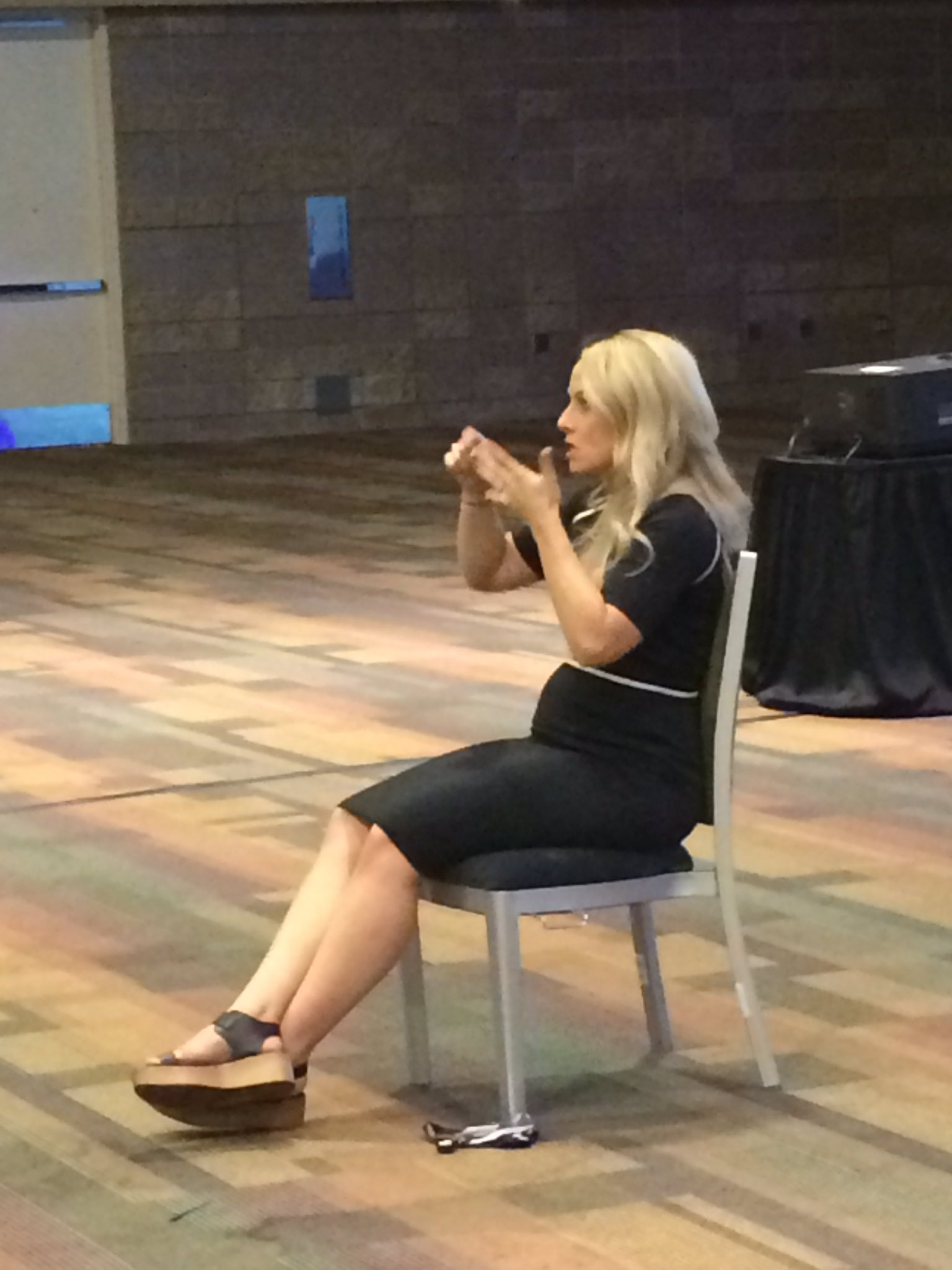 Wish I knew ASL to see how our interpreter does with the #presIgnite at #NCTMregionals. She'll be busy! https://t.co/gZp6ZUsZyO
