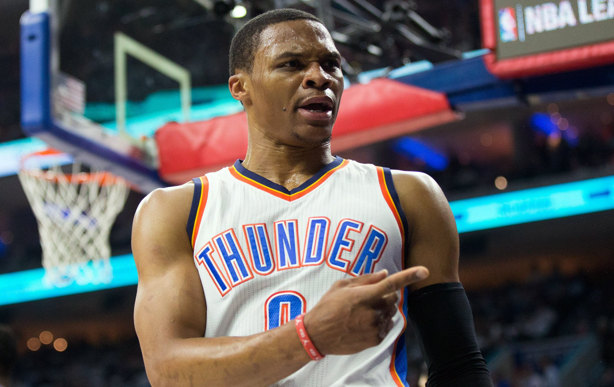 Brodie season in full effect   16 points, 7 rebounds & 6 assists at the half against the Sixers https://t.co/JRIBZBFCa0