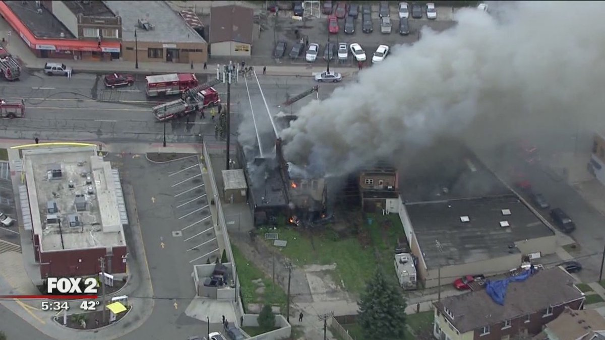 Fire tears through buildings in southwest Detroit, reports @NewsDSpencerFox