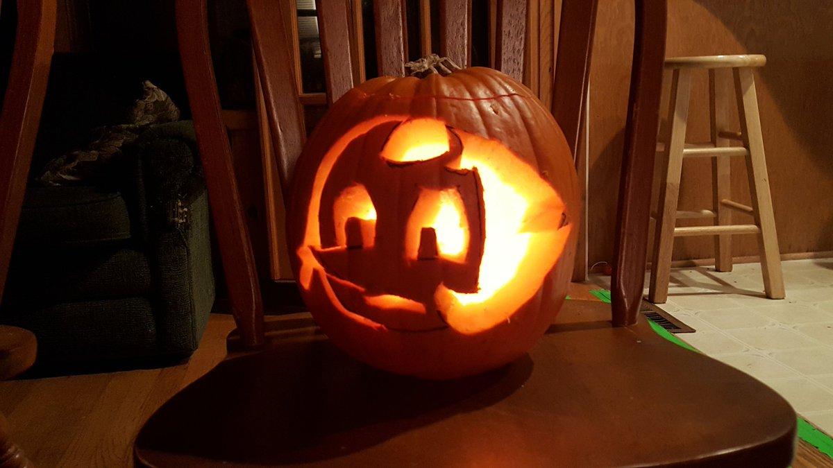 @DeedeeMagnoHall my masterpiece! #pearl #StevenUniverse #pumpkin #halloween