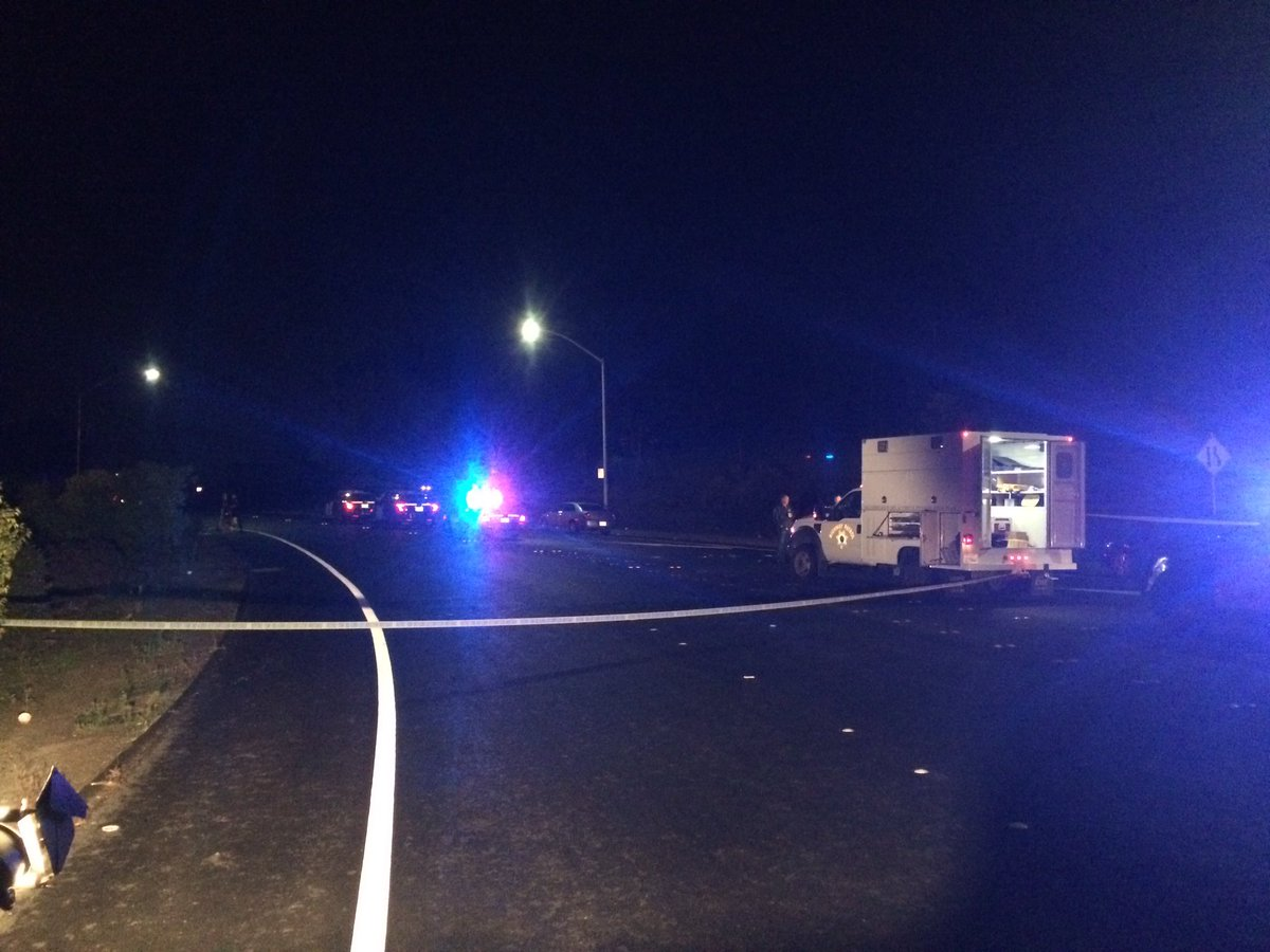 Hilltop dr closed in both directions btwn Alhambra & EB I-80 For @CHP_GoldenGate investigation. 1 Person found dead