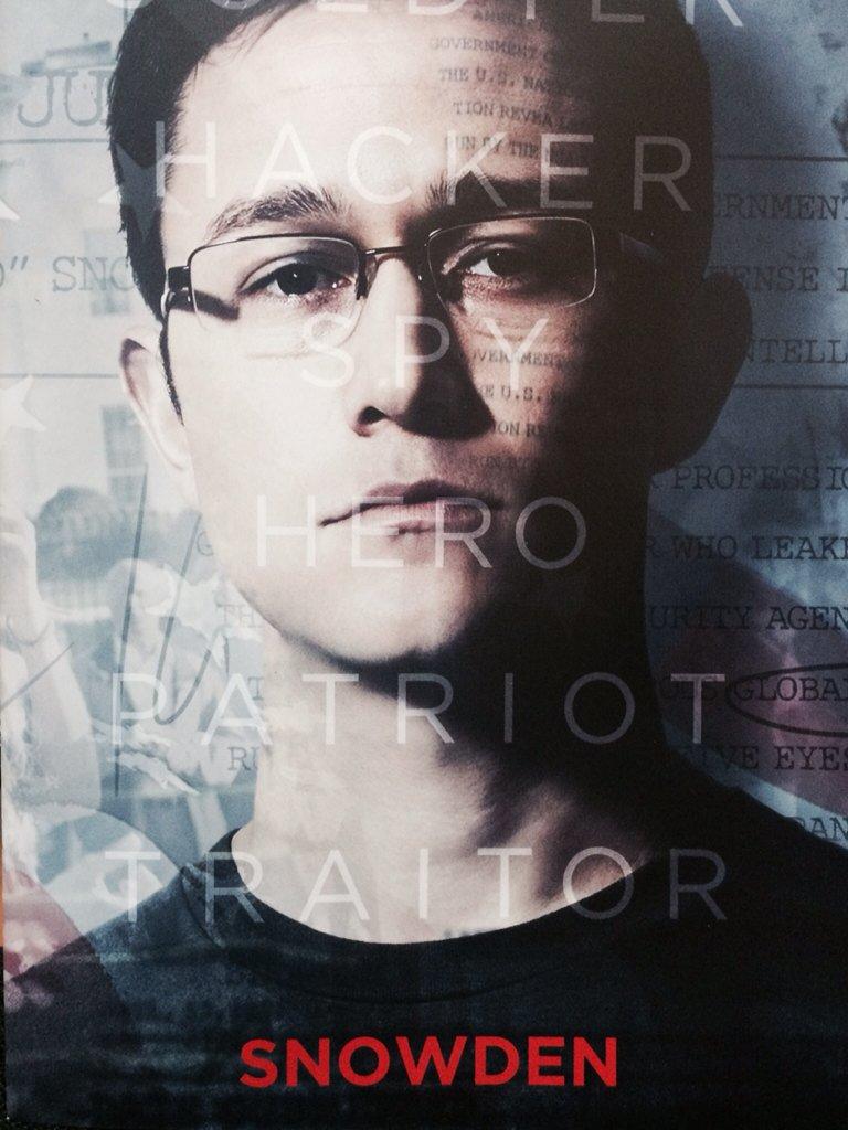 映画「スノーデン」(1/27公開)試写。オリバー・ストーン監督。手堅い。米政府による大量監視が実際どのように使われたのかを描いてくれて理解が深まった。ジョセフ・ゴードン=レヴィット、よく似ている…。 #映画 #スノーデン https://t.co/Iv9cqV3K1m