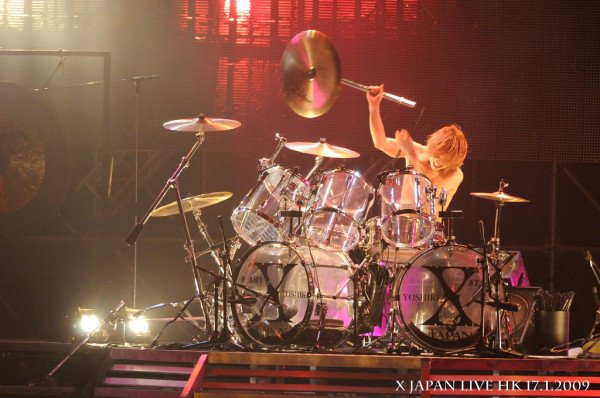 Destroying!!#YOSHIKI on drums gallery  <br>http://pic.twitter.com/3R4rQvxTtO